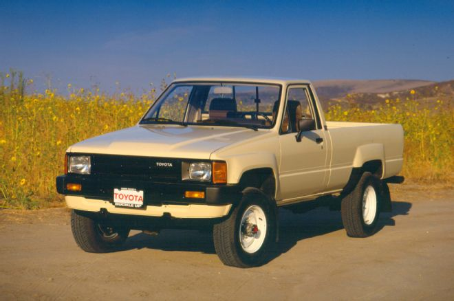 1985 Toyota Pickup Front Three Quarter 02